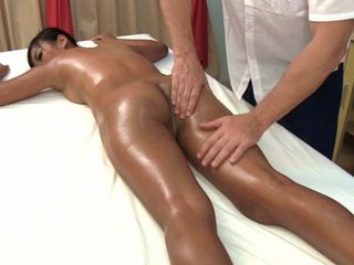 Kanika loves oil massage